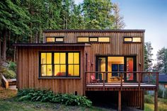 Small-House Secrets: This 800-sq.-ft. cottage uses 10 strategies for great comfort and style