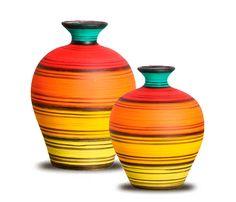 Vasos para decoração em cerâmica pintados manualmente com o fundo todo em camurça para não danificar seu móvel.