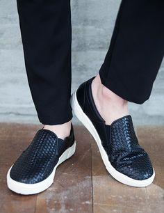 You can compliment your outdoor-boyish outfit these braided slip-on sneakers. You can wear these with distressed jeans and loose tops. - Roound toes - Slip-on style - Braided design - Flat soles - Colors: Gray, Brown, Black
