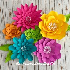 Large Paper Flowers, Big Flowers, Paper Roses, Aluminum Crafts, Diy And Crafts, Paper Crafts, Paper Flower Tutorial, Flower Template, Button Flowers