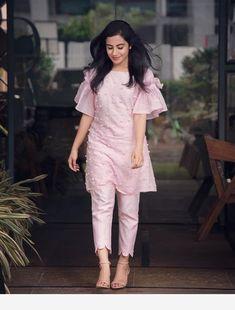 New Image : Salwar designs Designer Kurtis, Indian Designer Suits, Designer Dresses, Designer Kurtas For Women, Designer Pants, Kurti Sleeves Design, Sleeves Designs For Dresses, Dress Neck Designs, Sleeve Designs For Kurtis