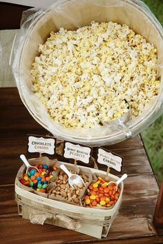 "Popcorn bar: great ""make your own"" party snack, perfect for slumber parties, movie night, etc. Or use a colorful utensil/silverware holder to add more yummy toppings or snacks! Super Bowl Party, Party Fiesta, Festa Party, Fiesta Dip, Little Muffins, Bar A Bonbon, Snacks Für Party, Party Appetizers, Fall Party Foods"