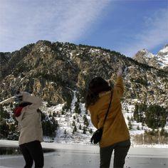 Ale i Berta tirant neu al llac de Panticosa