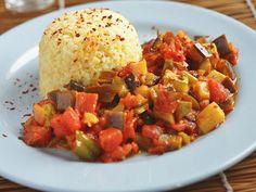 一振りで世界が広がる。中東料理の定番マラッシュ・ペッパートルコでは生活に溶け込むスパイス、マラッシュ・ペッパー。英語では「Maras pepper」や「Marash pepper」とも綴ります。海外を多く旅する人、特に中東料理などに詳しい人の間ではよく使われるチリ・ペッパーで、なじみ深いスパイスとして有名です。