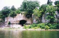 Cave in Rock State Park.. Illinois