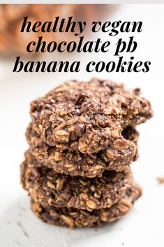 These quick and easy vegan cookies are healthy and delicious. These vegan chocolate peanut butter banana oatmeal cookies will be a hit! Peanut Butter Banana Cookies, Chocolate No Bake Cookies, Banana Oatmeal Cookies, Peanut Butter No Bake, Chocolate Cookie Recipes, Peanut Butter Recipes, Creamy Peanut Butter, Vegan Chocolate, Chocolate Peanut Butter