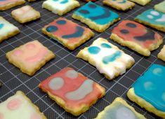 Weihnachtsbäckerei in bunt: Unsere albernen Smiley-Kekse Sugar, Bunt, Cookies, Desserts, Food, Seasons, Winter, Peanut Butter Biscuits, Healthy Biscuits