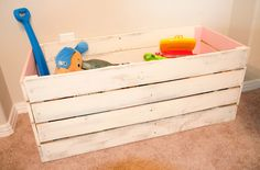 DIY shabby chic toy box from pallets.