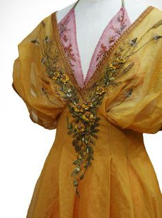 What a maiden of the reach would wear, embroidery by Michele Carragher (Myrcella's dornish dress) Pretty Outfits, Beautiful Outfits, Cute Outfits, Fair Outfits, Fashion Outfits, Modern Fashion, Urban Fashion, Fashion Design, Got Costumes
