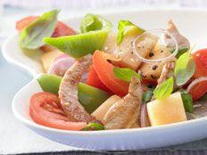Gebratene Putenbrust mit Melonen-Paprika-Salat