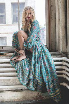 Viven Leigh 2017 Autumn Retro Maxi Dress Sexy Ethnic Deep V-neck Boho Floral Print Long Beach Dresses Boho Hippie Robe Vestidos Hippie Style, Mode Hippie, Gypsy Style, Bohemian Style, My Style, Bohemian Hair, Trendy Style, Hippie Boho, Hair Style