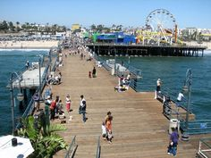 """Santa Monica """"What To Do In Los Angeles That is Free or Cheap"""" - Have fun in L. without spending a bundle. Los Angeles Tourism, Los Angeles Travel, Pacific Coast Highway, California Vacation, California Dreamin', San Francisco, Newport Beach, Big Sur, Route 66"""