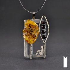 MOMENT   Monika Kraczek Unique, sterling silver, amber, garnet stone. Trees, tree. Bursztyn i granat. Człowiek siedzący pod drzewem - obraz. Biżuteria handmade - wisior / jewelry - pendant.