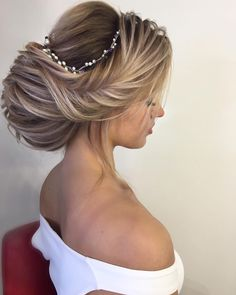 Updo Hairstyle 406098091393415440 - French chignon ,elegant updo hairstyle ,amazing updo bridal updo ideas ,updo wedding hairstyles Source by Coiffeuseprivee Peinado Updo, Coiffure Hair, Bride Hairstyles, Trendy Hairstyles, Hairstyle Ideas, Hairstyles 2018, Romantic Wedding Hair, Wedding Updo, Trendy Wedding