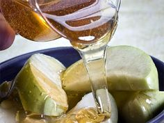 Rosh Hashanah, the Jewish New Year, is celebrated in 2011 from sundown on Sept. 28 to nightfall on Sept. The Hebrew date for Rosh Hashanah is 1 Tishr. Jewish Recipes, Greek Recipes, Health And Beauty Tips, Health Tips, Feasts Of The Lord, Rosh Hashanah, Healthy Life, Food And Drink, Health Fitness