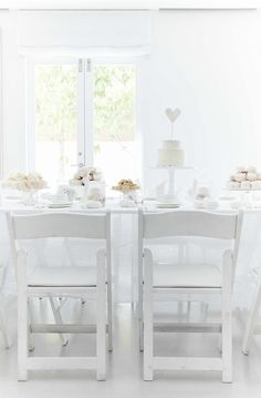 An all white tea party.very elegant! Tea Party Wedding, Wedding Week, Wedding Ideas, Dream Wedding, Wedding Table, Wedding Stuff, Wedding Cakes, Wedding Planning, White Bridal Shower