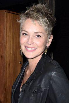 Star-Frisuren: Sharon Stone gehört zu den attraktivsten Frauen Hollywoods, und der frische Pixie-Cut macht sie, die im nächsten Jahr 60 wird, sogar noch ein wenig schöner. Beneidenswert