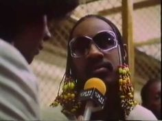Stevie Wonder Announces John Lennon`s Death  Live to his Audience 1980 (...