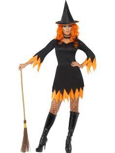 Leiskuva noita. Mustan mekon helmasta ja hihansuista leiskuu oranssit yksityiskohdat, jotka ovat hieman kuin liekit. Päähine on perinteinen noitahattu, jonka reunaa kiertää niin ikään oranssi yksityiskohta.