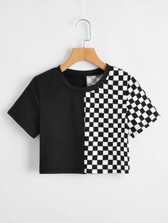 Black and white checkered crop top. Tee Courts, Outfits Blanco, Cheap Crop Tops, T Shirt Court, Side Split Dress, Casual Mode, Maxi Shirts, Aesthetic Shirts, Poncho Tops