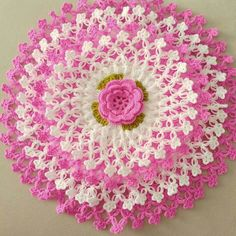This Pin was discovered by Era Crochet Fish, Crochet Flowers, Hand Crochet, Free Crochet, Crochet Mandala Pattern, Granny Square Crochet Pattern, Crochet Patterns, Diy Crafts Crochet, Crochet Projects