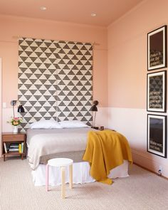 The creative use of two toned interior paint wall colors can add striking visual contrasts. The concept of two toned interior painted wall is getting popular. Home Bedroom, Bedroom Wall, Bedroom Decor, Design Bedroom, Bedrooms, Interior Paint Colors, Interior Design, Purple Interior, Brown Interior
