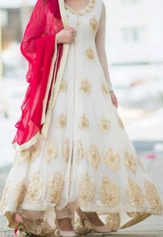 Boutique Style Fancy White Frock Design 2013 for Girls Wedding Party Frock Design, Designer Anarkali, Indian Attire, Indian Ethnic Wear, Pakistani Outfits, Indian Outfits, Mehndi Designs, Style Indien, Party Wear Frocks