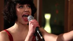 "Kimbra - ""Cameo Lover"" (Live at Sing Sing Studios) This song just always impresses me. She is so talented!"
