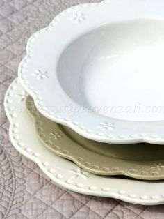 "Due posti tavola completi in ceramica shabby chic serie ""Rosalie"" Amadeus"