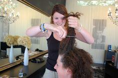 schneidet zwei in einem. Sehr lange Haare in Kombination mit sehr kurzen nicht sorgen um fließende Übergänge. Das Haar ist abgehackt und rebellisch... #beschnitten #Haar #lang #kurz