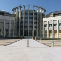 Το ΙΙΒΕΑΑ εν συντομία - ΙΙΒΕΑΑ - BRFAA - Ίδρυμα Ιατροβιολογικών Ερευνών, Ακαδημίας Αθηνών Multi Story Building, Sidewalk, Side Walkway, Walkway, Walkways, Pavement