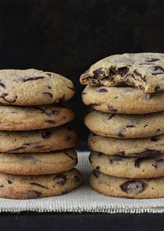 10 cookie recipes that will bring happiness back to your life - Cuina - Recetas Köstliche Desserts, Chocolate Desserts, Delicious Desserts, Dessert Recipes, Yummy Food, Cookies Receta, Cookies Et Biscuits, Chip Cookies, No Cook Meals