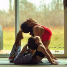 Mom and daughter matching yoga