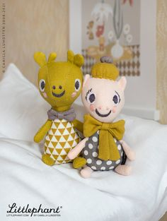 Our organic, playful little friends, our darling Mini Team is made of linen, embreoided by hand and have fun removable accessories like bows or collars. They can easily join you in your pocket and follow you on your adventures. Designed in Sweden by Camilla Lundsten for Littlephant.