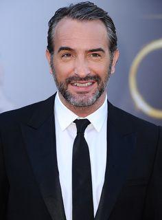 {Les people aiment} L'acteur Jean Dujardin aime Alain Maître Barbier Coiffeur à Paris pour taille de la barbe, rasage à l'ancienne...
