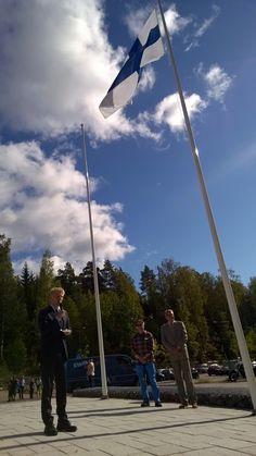 The Minister of Agriculture and the Environment Kimmo Tiilikainen speaks to festival audience at The Day of Finnish Nature 2015. Photo: Metsähallitus / Jukka-Pekka Ronkainen
