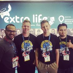 #infogamers junto al equipo de #extralife en #e32016 #E3 #gamers @extralifepr