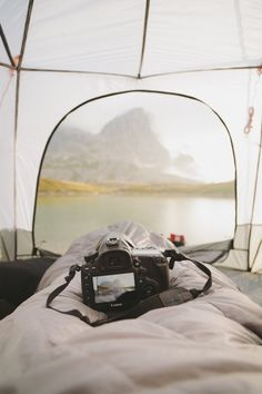 RV And Camping. Great Ideas To Think About Before Your Camping Trip. For many, camping provides a relaxing way to reconnect with the natural world. If camping is something that you want to do, then you need to have some idea Road Trip France, Girls Tent, Camping Sauvage, Bushcraft Camping, Camping Life, Camping Friends, Camping Kitchen, Camping Gear, Campsite