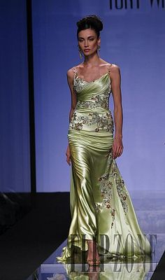 Tony Ward – 12 photos - the complete collection Stunning Dresses, Beautiful Gowns, Elegant Dresses, Pretty Dresses, Beautiful Outfits, Gorgeous Dress, Couture Fashion, Runway Fashion, Net Fashion