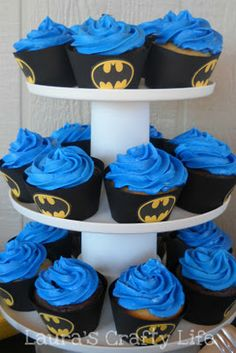 Batman Cupcake Liners (and a free printable)