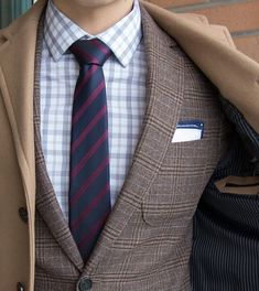 Midnight Blue and Wine Red Striped Tie - Go for an elegant and classic look this autumn or winter with this charming textured striped thie. What makes this special is that it Gq Fashion, Mens Fashion Blog, Mens Fashion Suits, Mens Suits, Suit Men, Fasion, Suits You Sir, Herren Outfit, Tie And Pocket Square