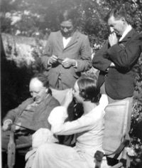 The Bloomsbury Group. (Duncan Grant, Clive Bell, Vanessa Bell (Virginia Wolfe's sister) and Roger Frey) Virginia Woolf, Duncan Grant, Vanessa Bell, Clive Bell, Art Nouveau, Bloomsbury Group, English Writers, Alphonse Mucha, Great Friends