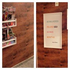 Revestimento Slim plastt 20x40cm padrão madeira. Foto do hall do consultório da Dra.Ana Paula , dermatologista, Barra da Tijuca-RJ.