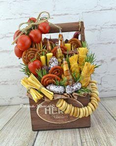 Raffle Gift Basket Ideas, Gift Baskets, Food Bouquet, Candy Bouquet, Food Platters, Cheese Platters, Fruit Flower Basket, Sugar Paste Flowers, Amazing Chocolate Cake Recipe