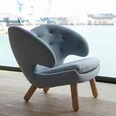 Mmmm...imagine this chair with a matching foot stool and a beautiful lamp. I could read forever.