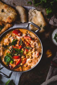 Tikka masala kikherneillä (V, GF) – Viimeistä murua myöten Spicy Recipes, Veggie Recipes, Indian Food Recipes, Asian Recipes, Vegetarian Recipes, Healthy Recipes, Curry, Food Trends, Clean Eating Snacks