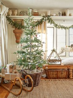 19 farmhouse Christmas decor ideas to make your room more festive – christmas decorations Christmas Bedroom, Farmhouse Christmas Decor, Cozy Christmas, Country Christmas, Simple Christmas, All Things Christmas, Christmas Holidays, Christmas Crafts, Christmas Decorations