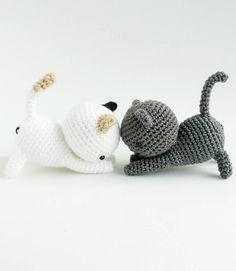 Free pattern- download PDF here. Pattern by Little Bear Crochets. These are Shadow and Dottie from Neko Atsume! Free pattern to crochet these adorable cats :) #nekoatsume #littlebearcrochets #amigurumi