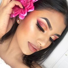 """You're giving us total spring vibes, @krishkreations. Our #MorpheBabe topped off this beautiful look with our """"Jet"""" Gel Liner. ✨✔️ #BlendTheRules"""