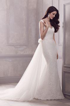 Paloma Blanca Wedding Dress. Style 4402